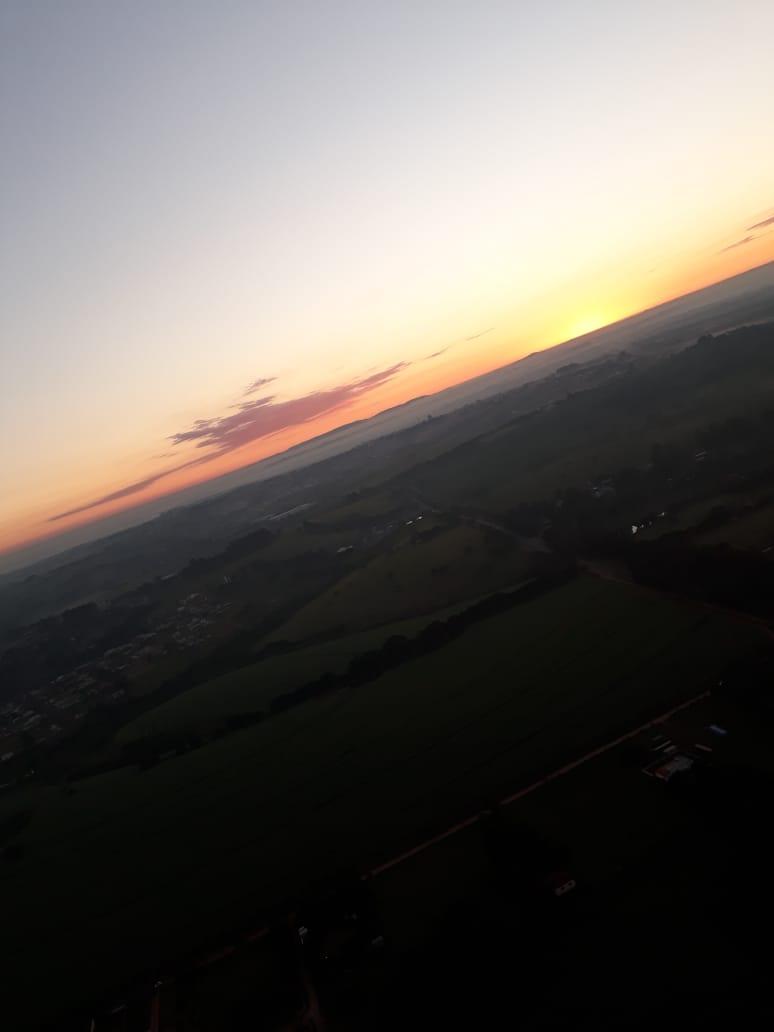 Sol Nascendo Durante Passeio de Balão - Elis Cecilia Blog
