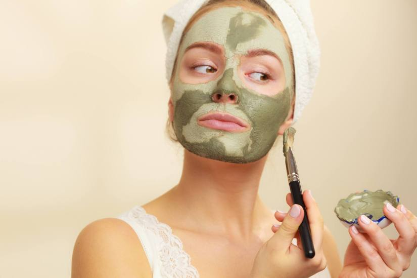 como-usar-argila-pele-rosto-tipos-cores-beneficios-istock-voyagerix