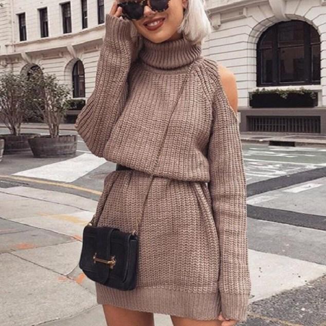 Look de inverno - vestido de tricot com gola alta e ombro de fora
